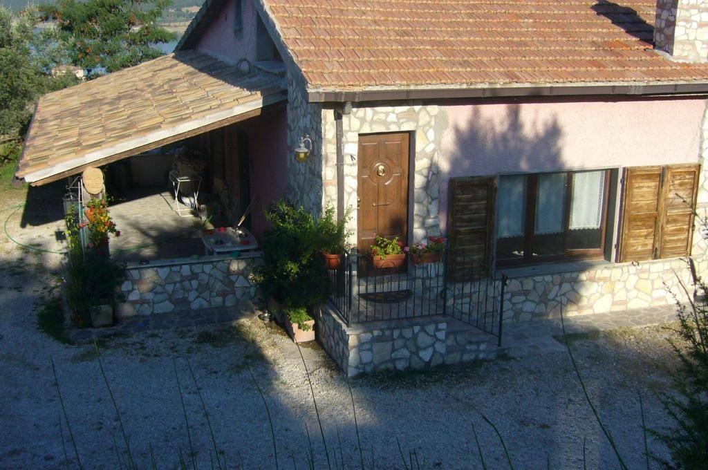 Villa in vendita a Baschi, 5 locali, prezzo € 250.000 | CambioCasa.it