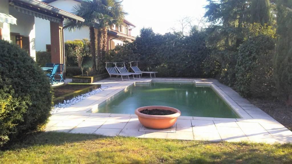 Villa in vendita a Monvalle, 4 locali, prezzo € 390.000 | CambioCasa.it