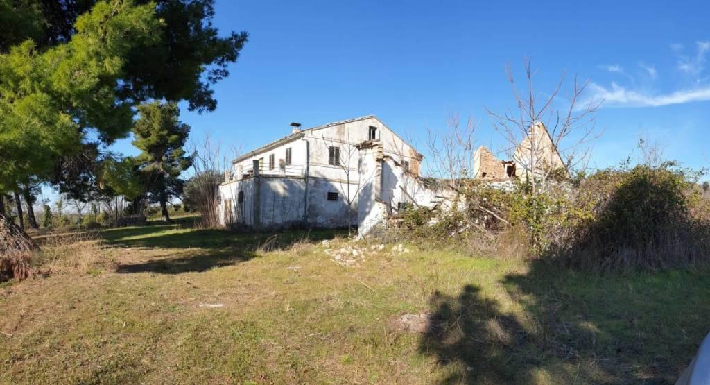 Rustico / Casale in vendita a Civitanova Marche, 6 locali, Trattative riservate   CambioCasa.it