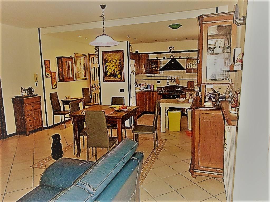 Appartamento in ottime condizioni parzialmente arredato in vendita Rif. 9391829