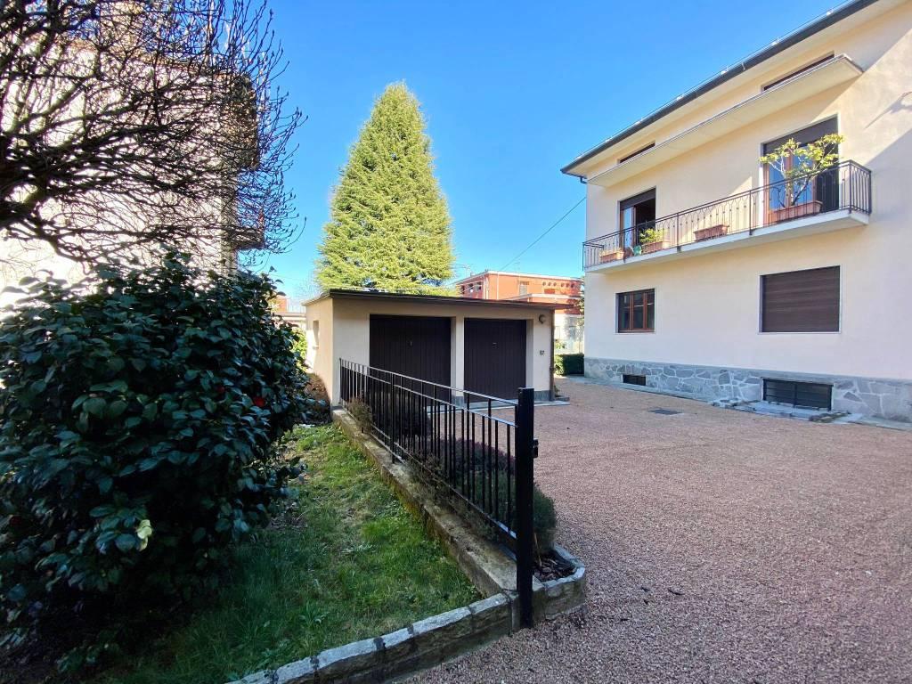 Villa in vendita a Gazzada Schianno, 9 locali, prezzo € 295.000 | PortaleAgenzieImmobiliari.it