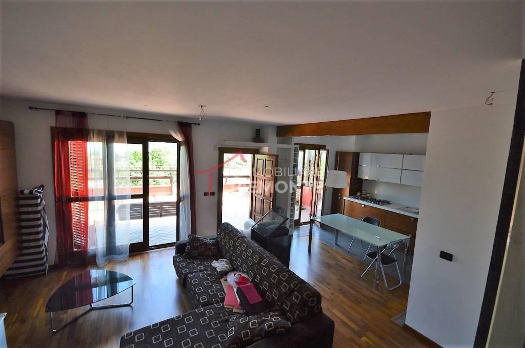 Attico / Mansarda in vendita a Castelletto Sopra Ticino, 4 locali, prezzo € 270.000 | PortaleAgenzieImmobiliari.it