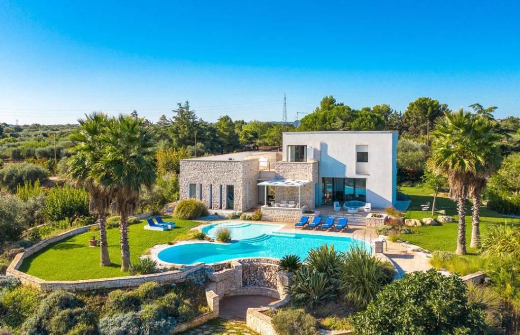 Villa in ottime condizioni parzialmente arredato in vendita Rif. 8396533