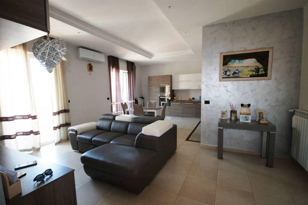 Appartamento in vendita a Valenzano, 3 locali, prezzo € 162.000   CambioCasa.it