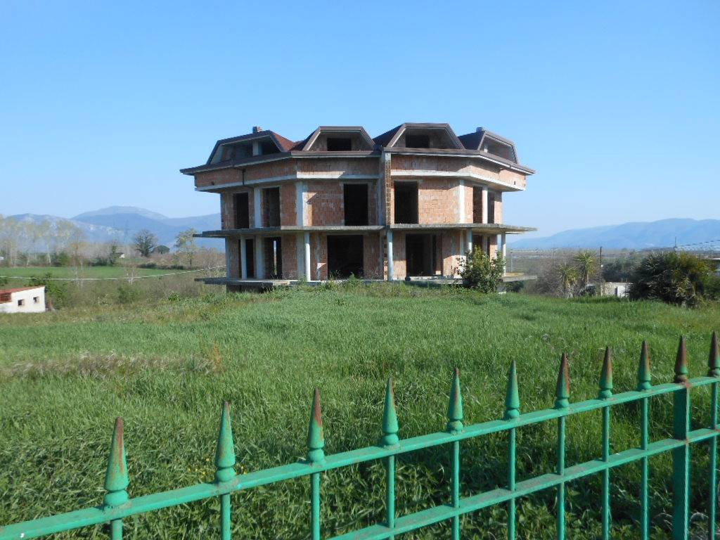 Negozio / Locale in vendita a Vairano Patenora, 6 locali, prezzo € 550.000   CambioCasa.it