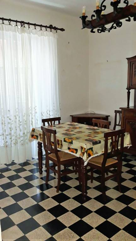 Appartamento in vendita a Gavi, 3 locali, prezzo € 78.000 | CambioCasa.it