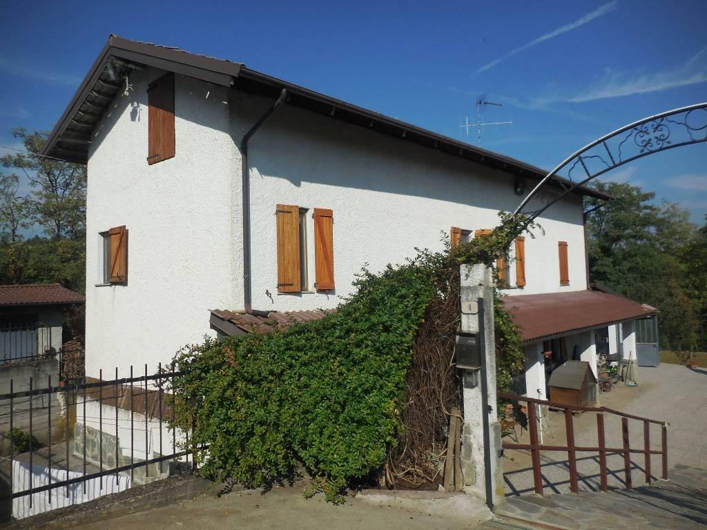 Rustico / Casale in vendita a Incisa Scapaccino, 8 locali, prezzo € 170.000   PortaleAgenzieImmobiliari.it