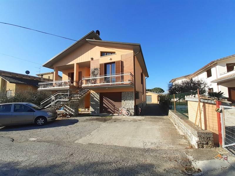 Appartamento in Vendita a Panicale: 4 locali, 90 mq