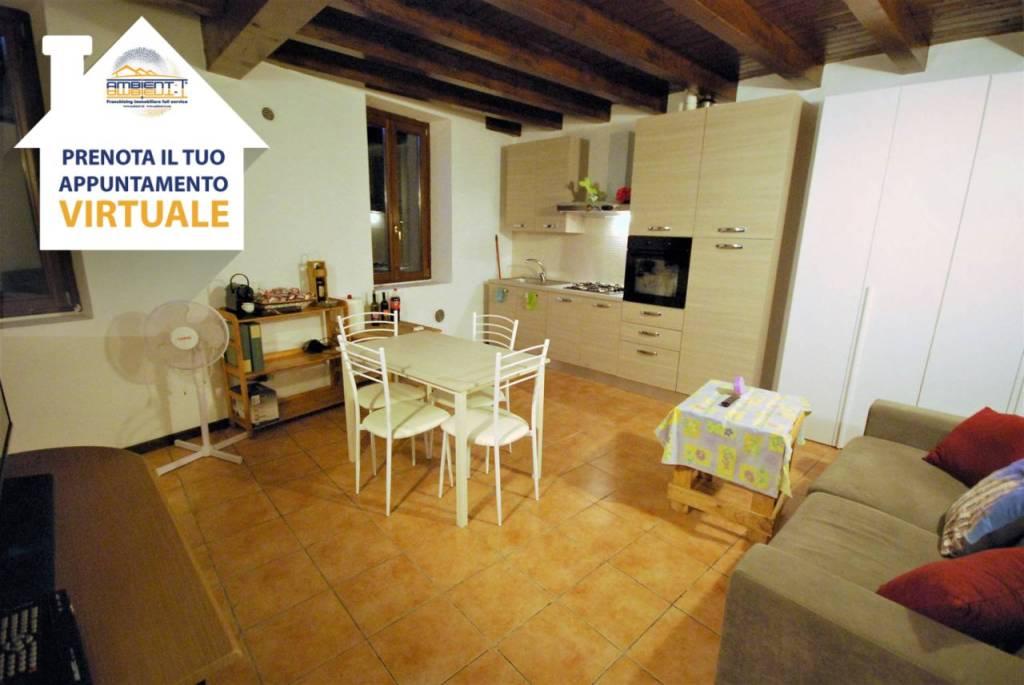 Appartamento in buone condizioni arredato in vendita Rif. 9256549