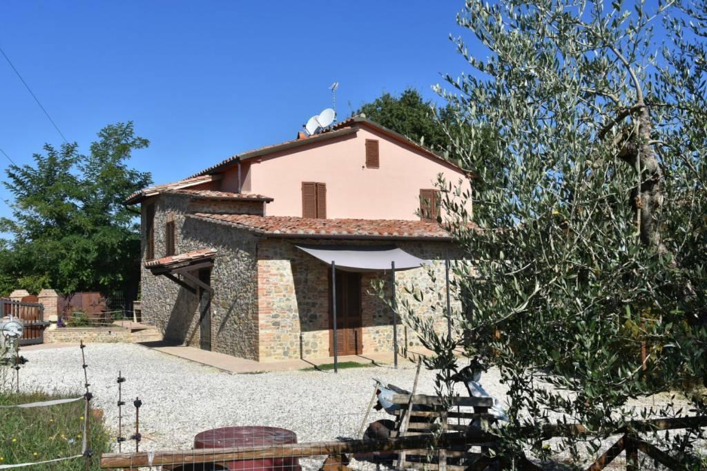 Casa indipendente in Vendita a Citta' Della Pieve Periferia: 5 locali, 180 mq