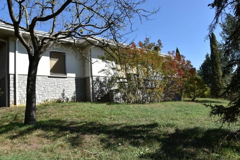 Villa in Vendita a Fabro Centro: 5 locali, 300 mq