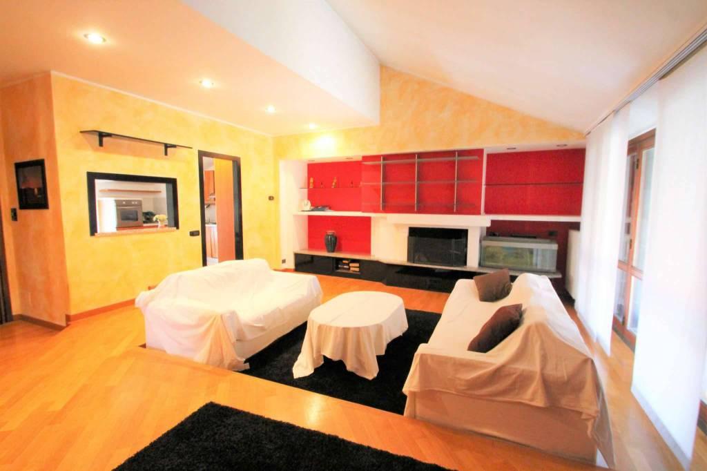 Appartamento in vendita a Roncello, 3 locali, prezzo € 90.000 | CambioCasa.it