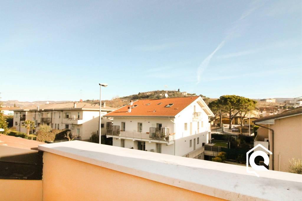 Appartamento in ottime condizioni in vendita Rif. 9286794