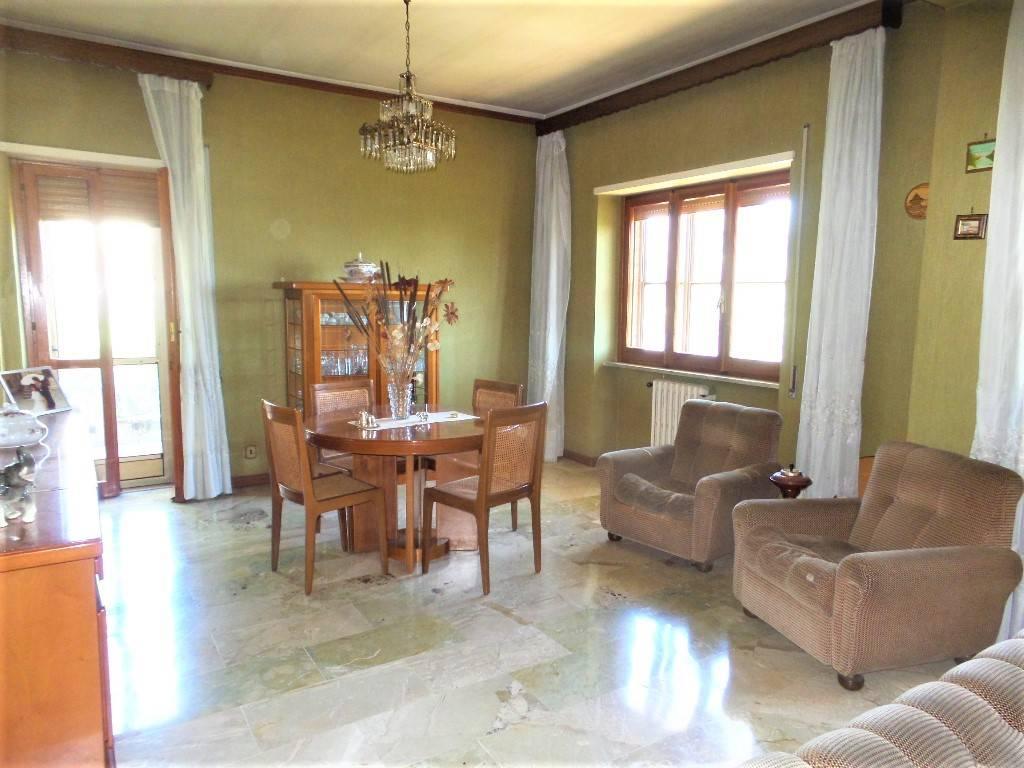 Appartamento in vendita a Caprarola, 5 locali, prezzo € 139.000 | PortaleAgenzieImmobiliari.it