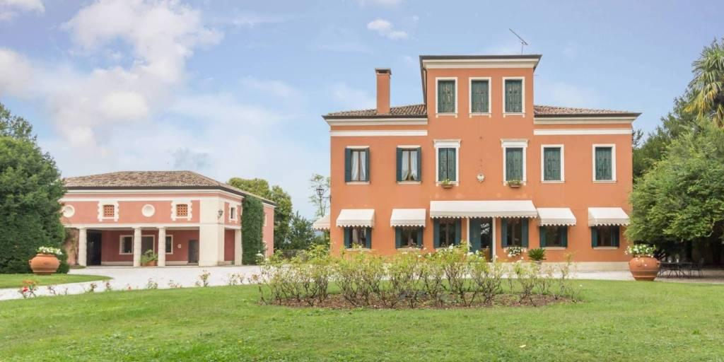 Villa in vendita a Pederobba, 7 locali, Trattative riservate | CambioCasa.it
