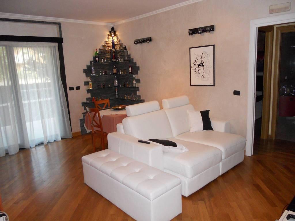 Appartamento in vendita a Roma, 2 locali, zona Zona: 37 . Morena - Ciampino - Trigoria - Falcognana, prezzo € 220.000 | CambioCasa.it