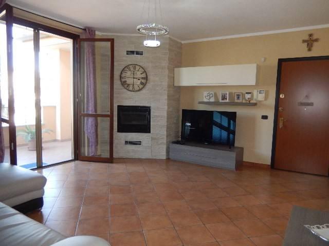 Appartamento in ottime condizioni in vendita Rif. 8212577