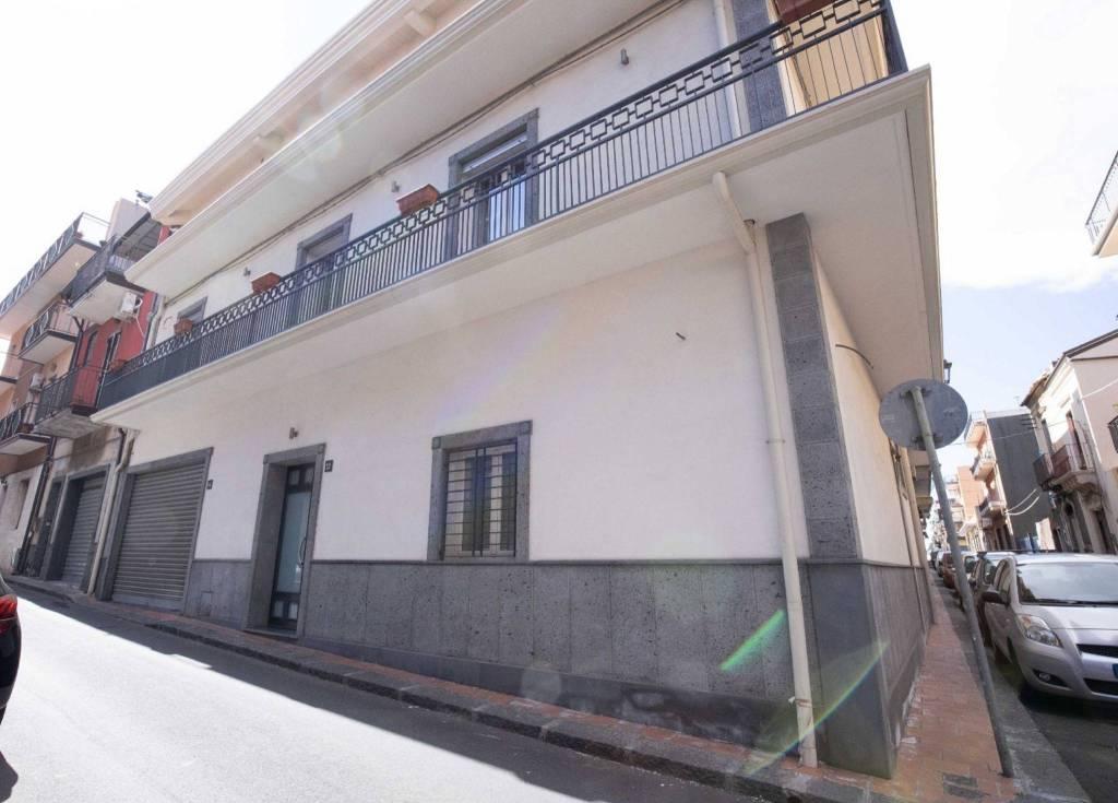 Casa indipendente in Vendita a Misterbianco Centro: 5 locali, 300 mq