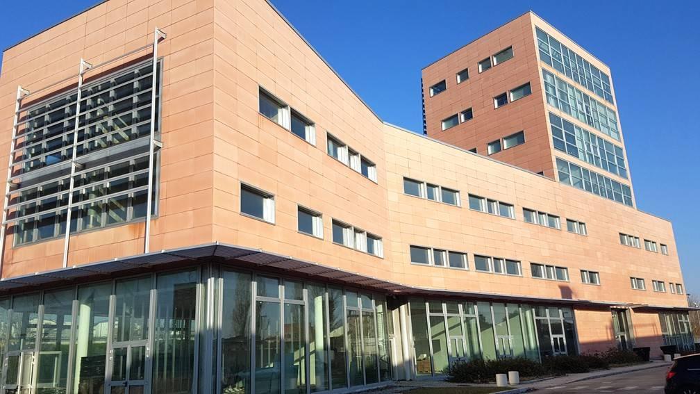 Ufficio-studio in Affitto a Bologna Periferia Ovest: 3 locali, 93 mq