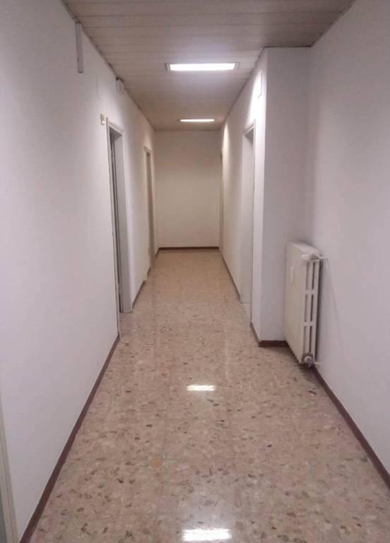Ufficio-studio in Affitto a Bologna Semicentro: 4 locali, 90 mq
