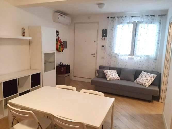 Appartamento parzialmente arredato in affitto Rif. 9052284