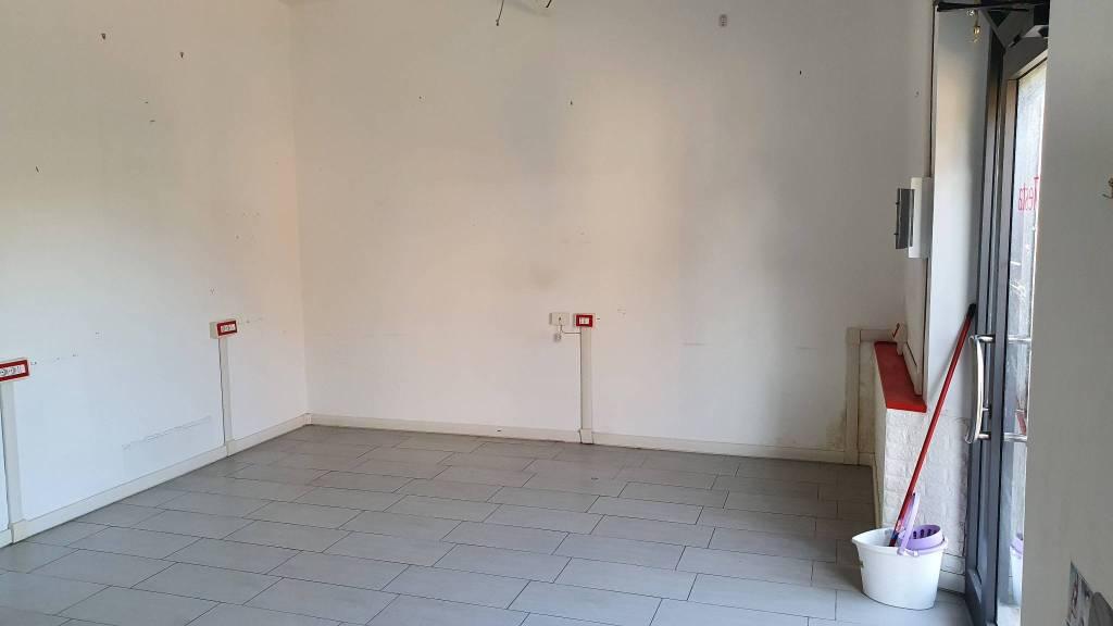 Negozio / Locale in affitto a Pomezia, 1 locali, prezzo € 500   CambioCasa.it