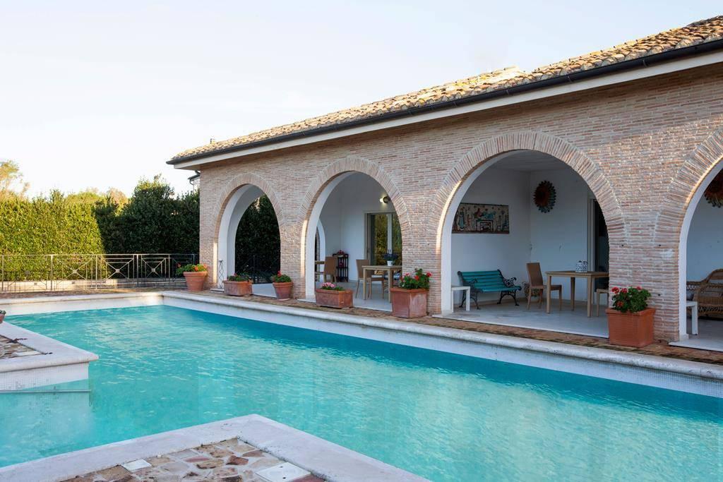Villa in affitto a Tarquinia, 11 locali, prezzo € 8.500 | PortaleAgenzieImmobiliari.it