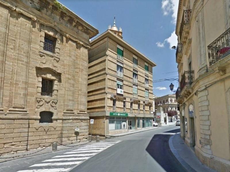 Negozio-locale in Vendita a Caltagirone Centro: 2 locali, 256 mq