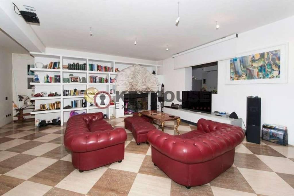 Villa in vendita a Roma, 10 locali, prezzo € 3.750.000 | CambioCasa.it