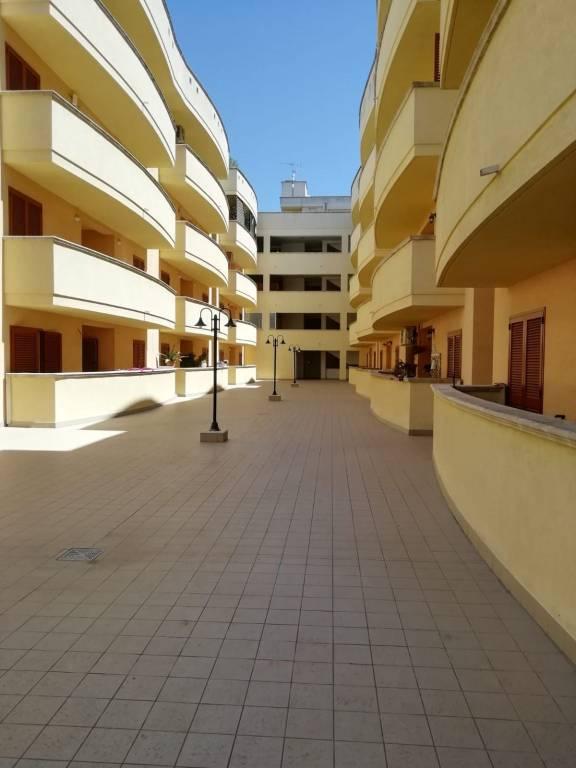 Appartamento in Affitto a Lecce Centro: 5 locali, 140 mq