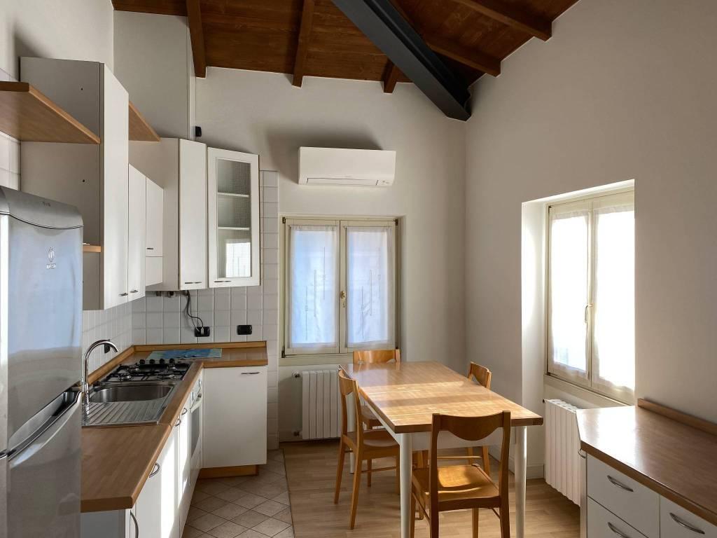 Appartamento in affitto a Verona, 3 locali, zona Veronetta, prezzo € 1.000 | PortaleAgenzieImmobiliari.it