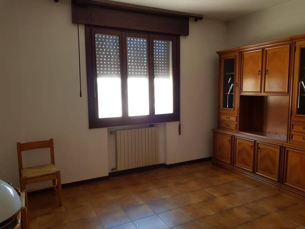 Appartamento in vendita a Campagna Lupia, 5 locali, prezzo € 100.000 | CambioCasa.it