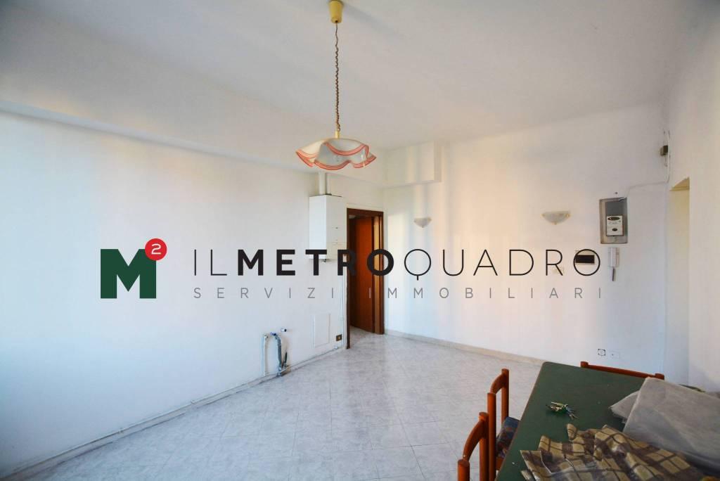 Appartamento in vendita a Biassono, 2 locali, prezzo € 80.000 | CambioCasa.it