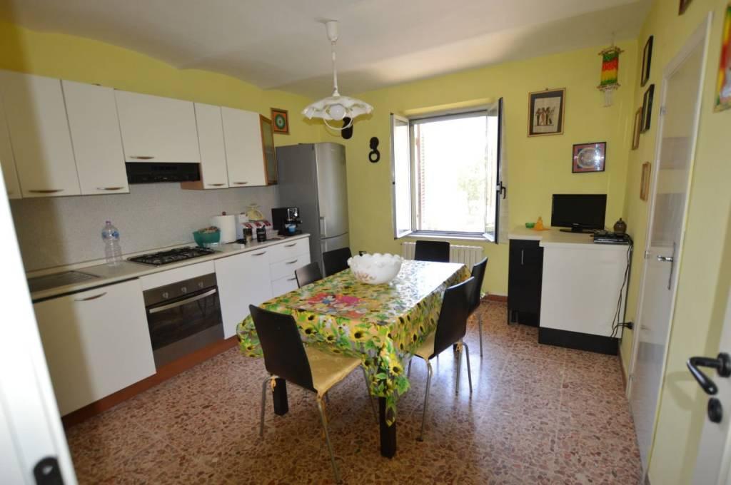 Appartamento in vendita a Jesi, 3 locali, prezzo € 90.000 | CambioCasa.it