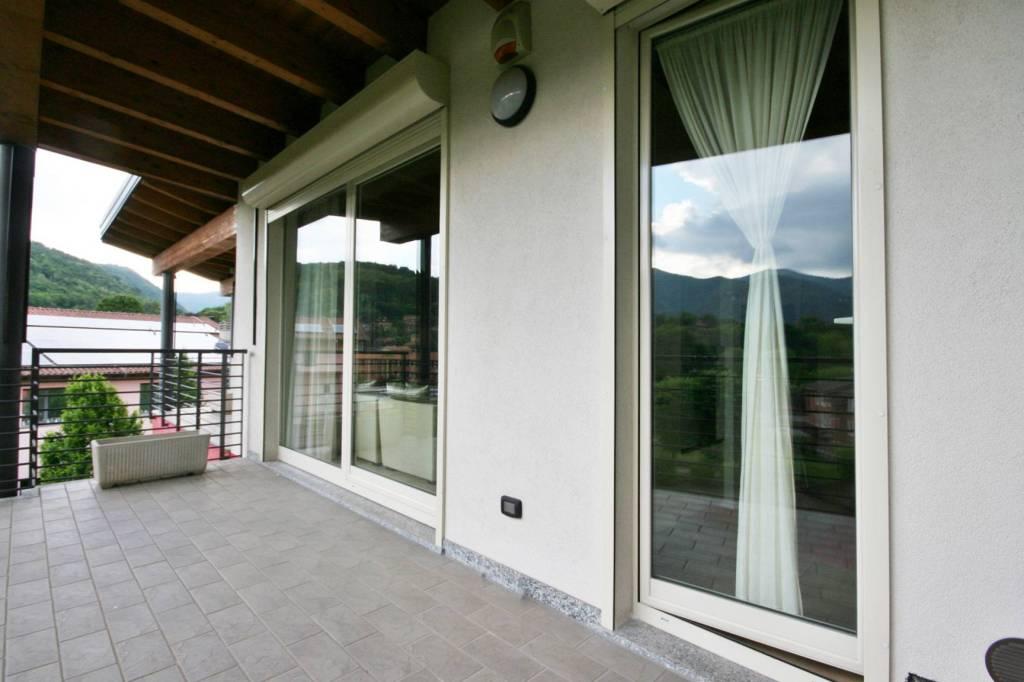 Attico / Mansarda in vendita a Erba, 3 locali, prezzo € 190.000 | PortaleAgenzieImmobiliari.it