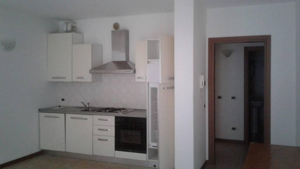 Appartamento in affitto a Capriate San Gervasio, 2 locali, prezzo € 480 | CambioCasa.it