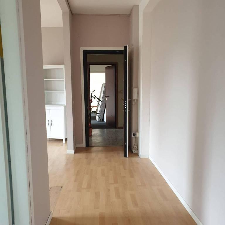 Appartamento in vendita a Milano, 3 locali, zona Zona: 14 . Lotto, Novara, San Siro, QT8 , Montestella, Rembrandt, prezzo € 159.000 | CambioCasa.it