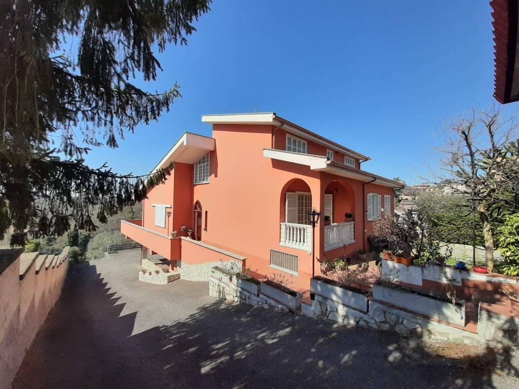 Villa in vendita a Riano, 7 locali, prezzo € 365.000 | CambioCasa.it