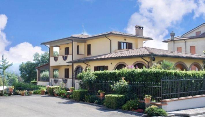 Villa in vendita a Fabro, 6 locali, prezzo € 900.000 | CambioCasa.it