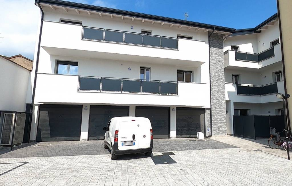 Appartamento in vendita a Cislago, 4 locali, prezzo € 195.000 | CambioCasa.it