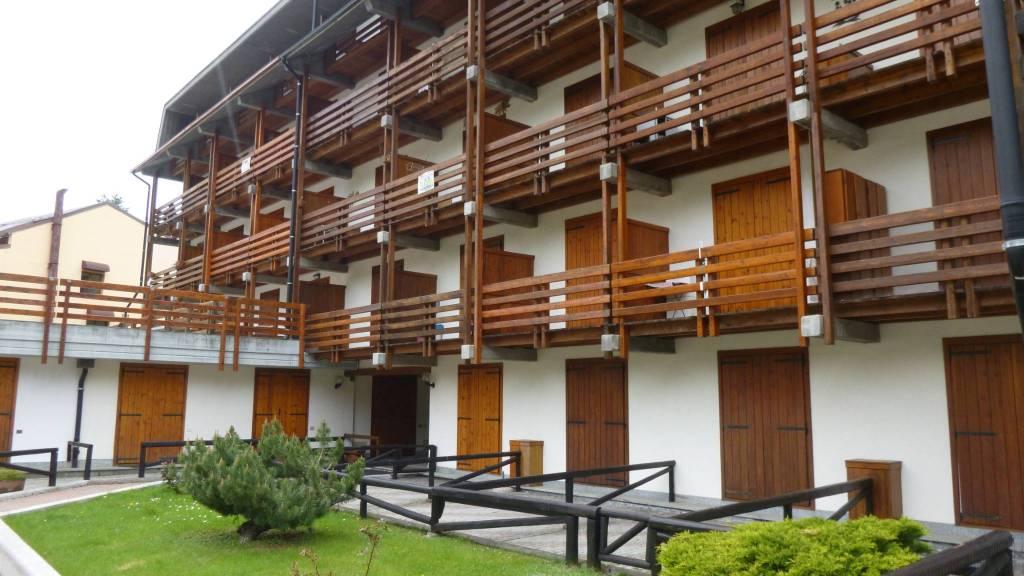 Appartamento in buone condizioni arredato in vendita Rif. 8519116
