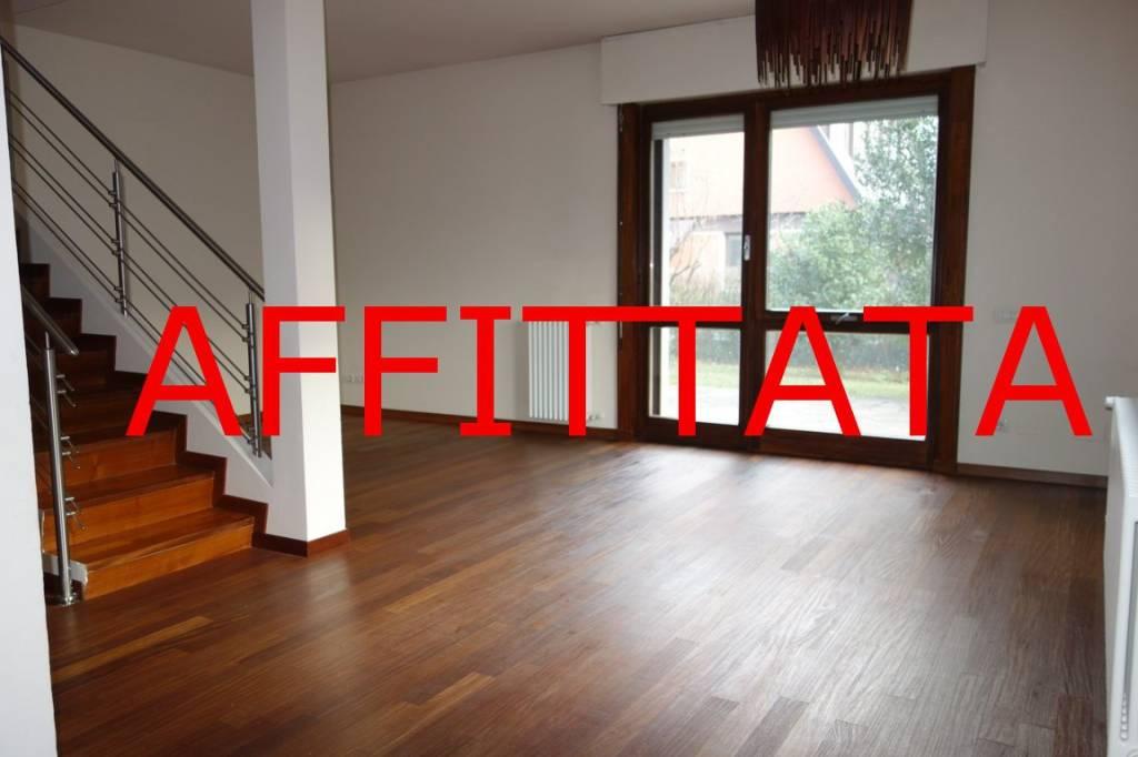 Villa in Affitto a Arese: 4 locali, 203 mq