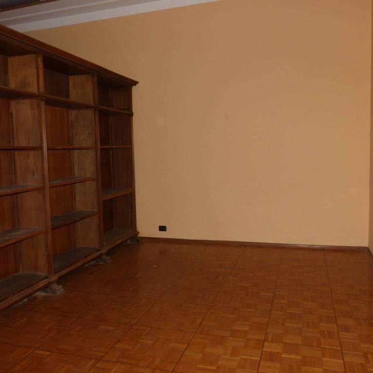 Ufficio / Studio in affitto a Fossano, 6 locali, prezzo € 950 | CambioCasa.it