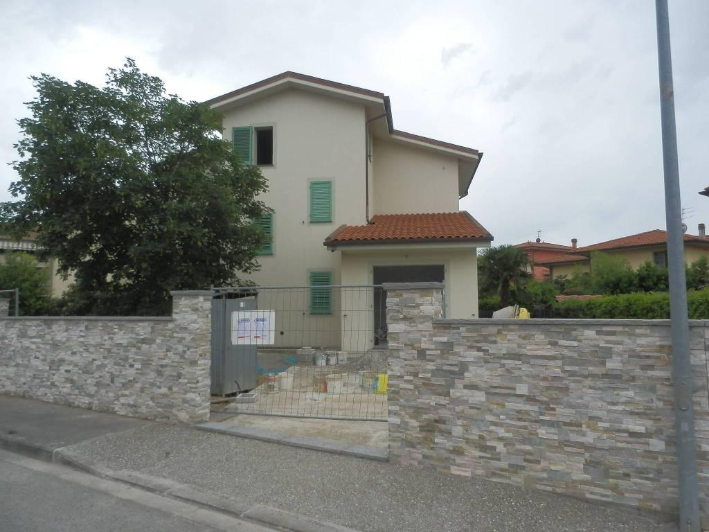 Villa in Vendita a Pontedera Periferia: 5 locali, 209 mq