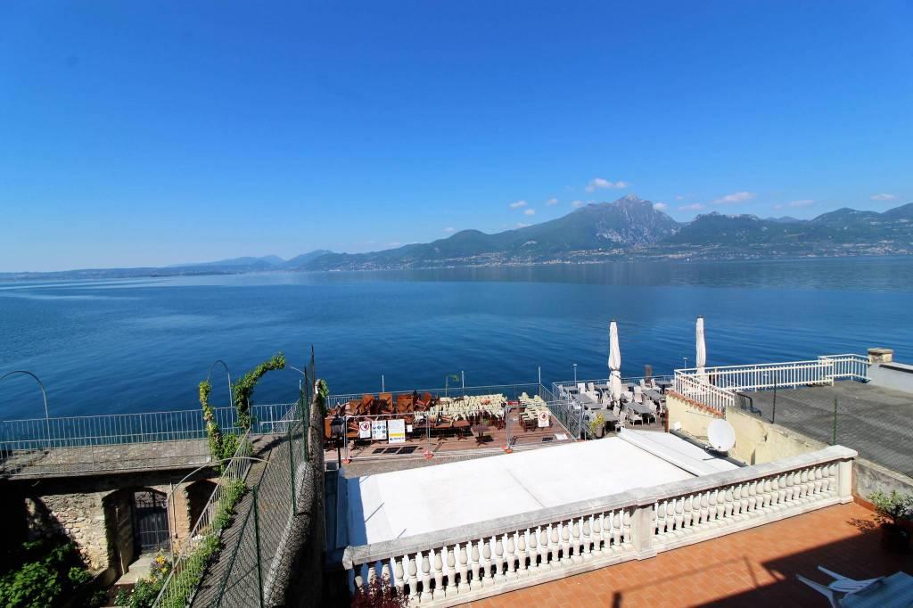Appartamento in vendita a Torri del Benaco, 5 locali, prezzo € 480.000 | CambioCasa.it