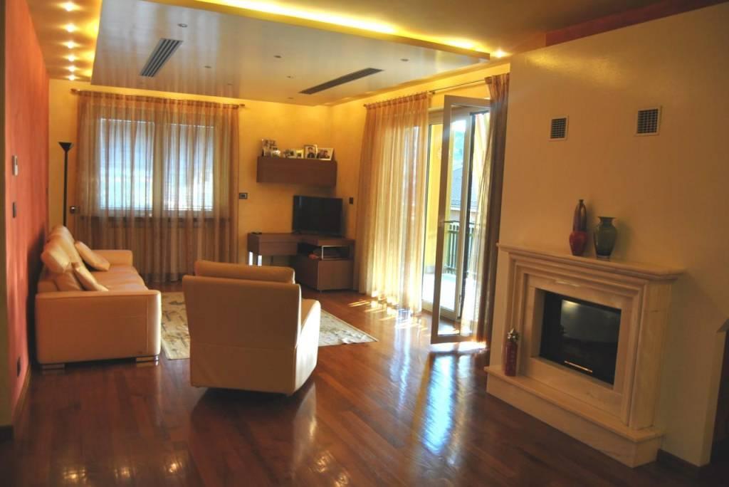 Villa in vendita a Alba, 6 locali, Trattative riservate | PortaleAgenzieImmobiliari.it