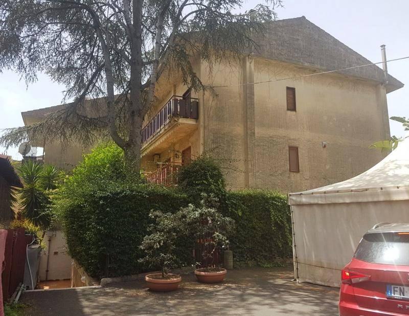 Attico in Affitto a Aci Castello Periferia: 3 locali, 75 mq