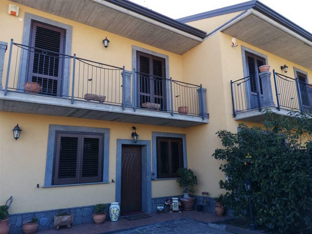 Villetta in Vendita a San Pietro Clarenza Centro: 5 locali, 225 mq