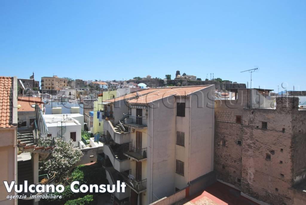 Appartamento in ottime condizioni parzialmente arredato in vendita Rif. 8078495