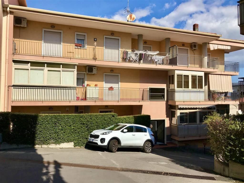 Appartamento in Vendita a Aci Catena Centro: 3 locali, 90 mq